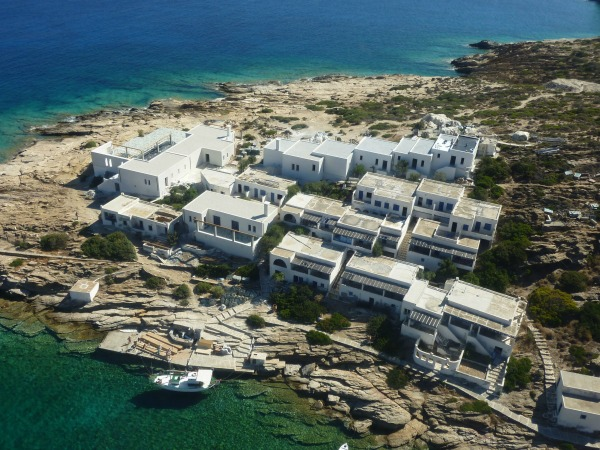 REFURBISHMENT OF SUMMER VILLAS IN CYCLADES